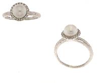 Anello con perla e contorno di zirconi
