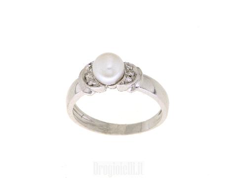 Anello con perla naturale e diamanti