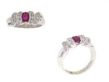 Anello con rubino e diamanti in oro