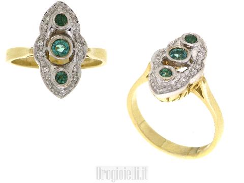 Anello con smeraldi centrali e diamanti
