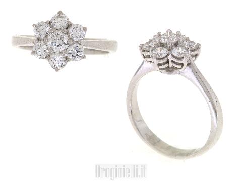 Anello fiore con diamanti in oro bianco