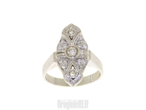 Anello modello antico con diamanti