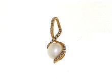 Ciondolo con perla in oro rosso