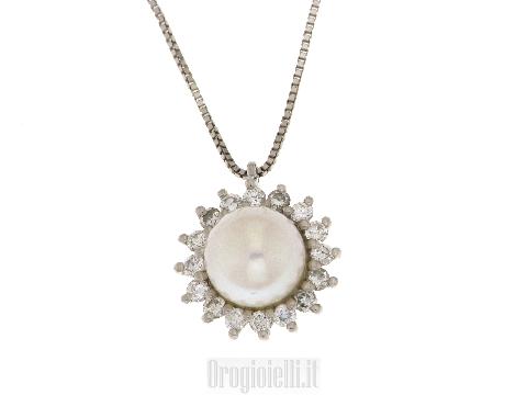 Collana con perla centrale e diamanti