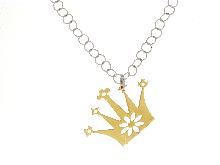 Collana in argento con corona dorata