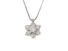 Collana in oro 18kt con fiore e diamanti