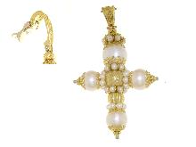 Croce con bellissime perle di fiume