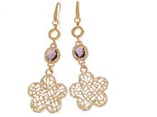 Joyas de oro: Pendientes de bronce y una amatista con flores