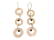 Gold Jewells: Very long earrings with gold discs
