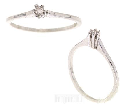 Anello con centrale in diamante