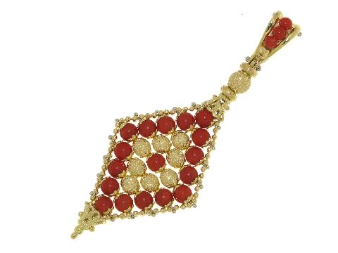 Rombo con corallo in oro puntinato